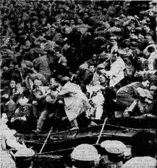 Risultati immagini per immagini Stadio Comunale di Firenze - dopo crollo balaustra nel 1957