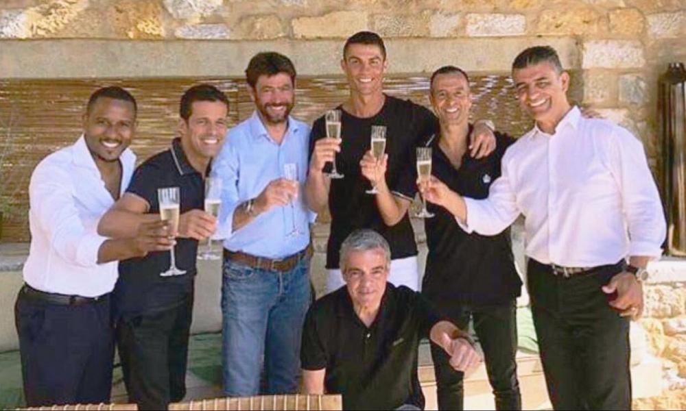 Ronaldo alla Juve: il brindisi di CR7 con Agnelli FOTO | ilbianconero.com