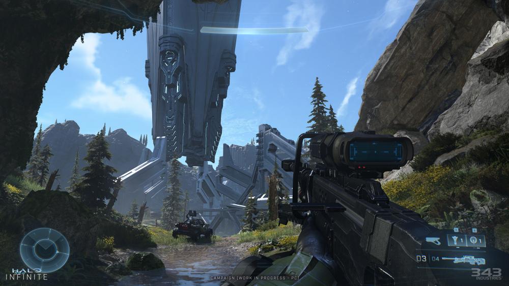 Schermata in prima persona del gioco Master Chief che tiene il cecchino guardando una grande struttura del precursore.