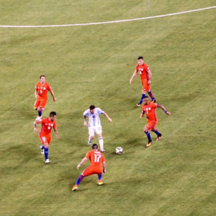 messi-chile-argentina-final-surroundedjp